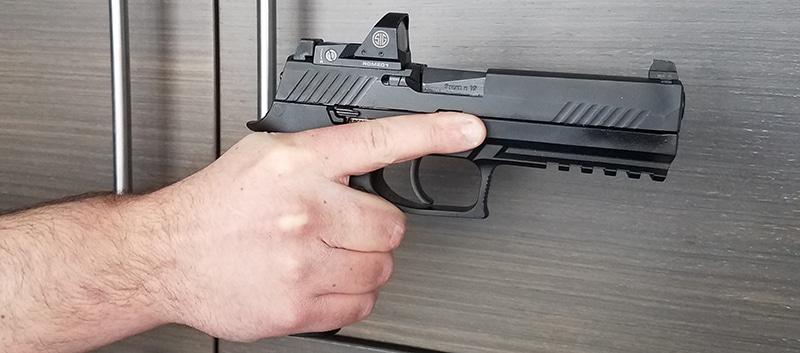Правильно расположение пальца на оружии (на примере SIG Sauer-P320)