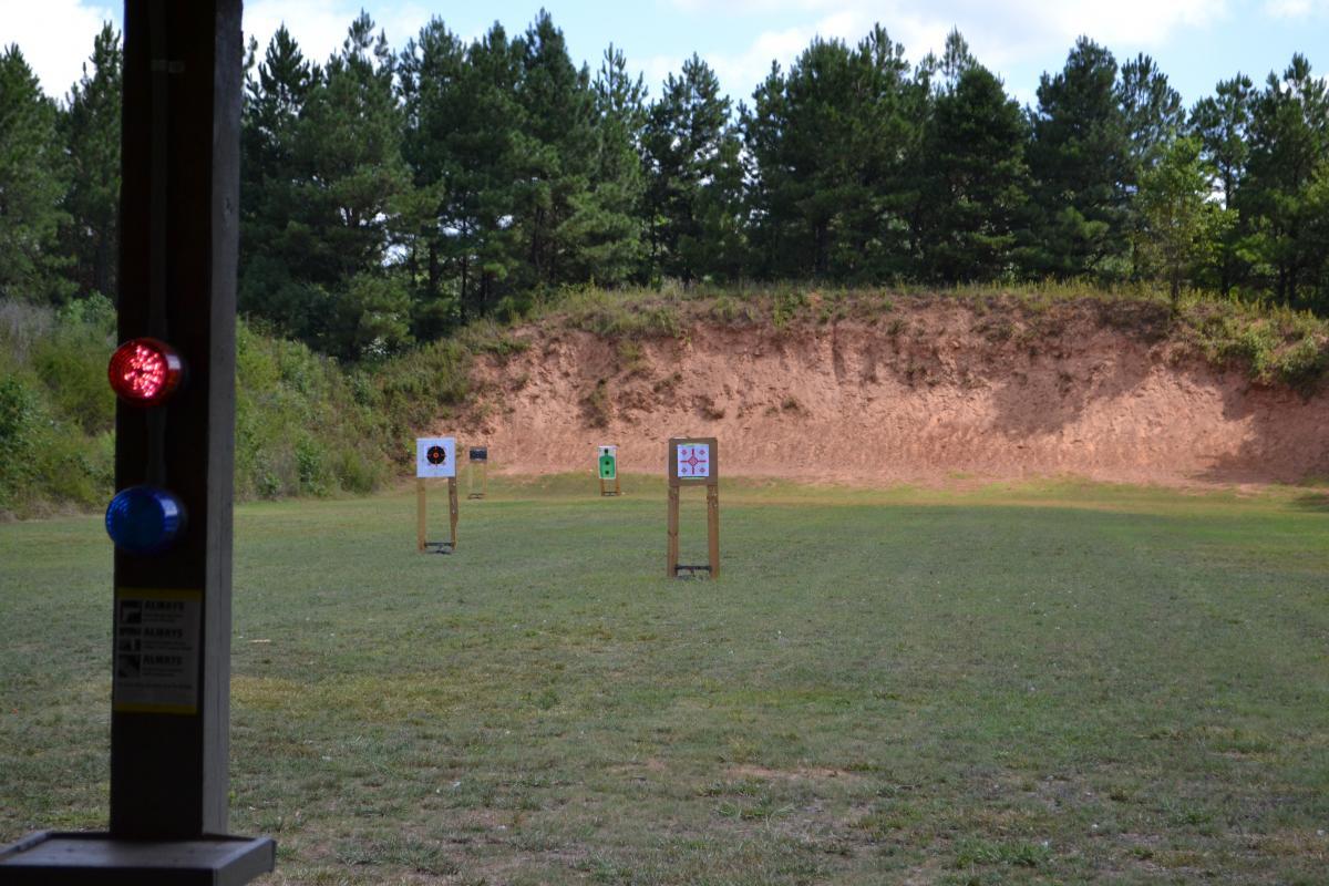 Правильно оборудованный стрелковый полигон